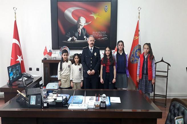 Dereceye giren öğrenciler Emniyet Müdürü Bitirik'i ziyaret etti