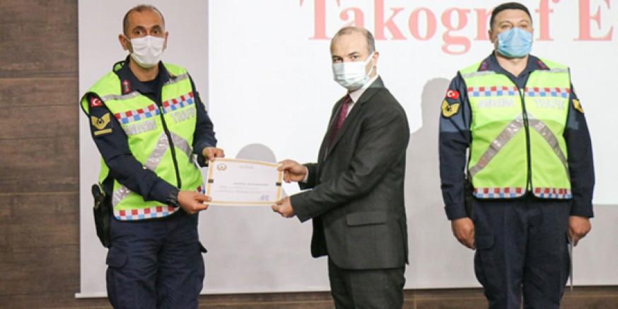 """""""Dijital Takograf Eğitimi""""ne katılan trafikçilere sertifika verildi"""