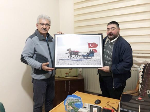 Fotoğraf sanatçısı Beşli'den, KKDGC Başkanı Daşdelen'e ziyaret