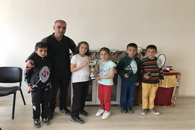 Halit Paşa ilkokulu badminton da il birincisi
