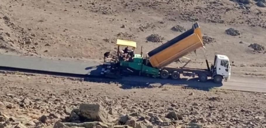 Kağızman ve Sarıkamış'ta köy yolları beton asfalt ve kilit parke taş yapılıyor
