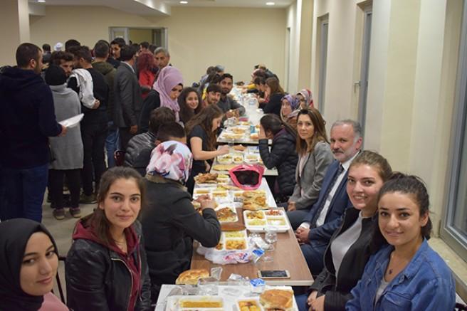 Kars Belediyesinin Ramazan programına vatandaşlardan ilgi