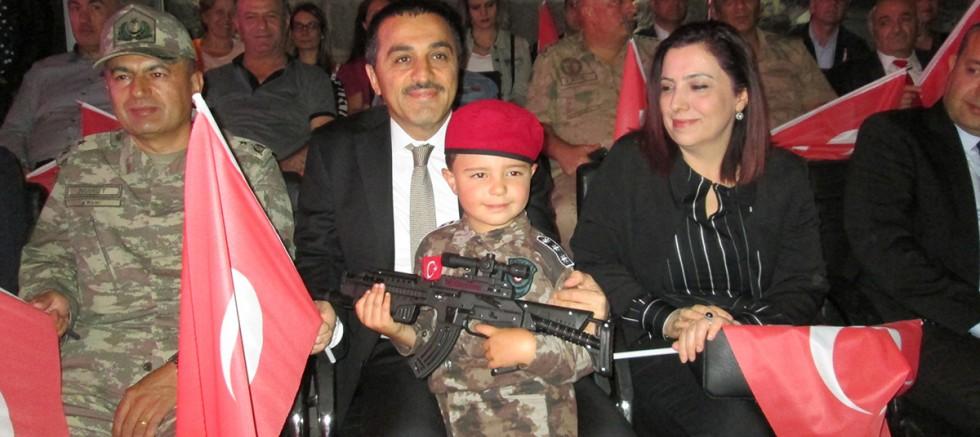 Kars'ta, 15 Temmuz Demokrasi ve Milli Birlik Gününde vatandaşlar tek yürek