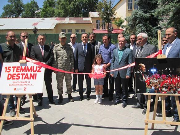 Kars'ta, 15 Temmuz fotoğraf sergisinin açılışı yapıldı