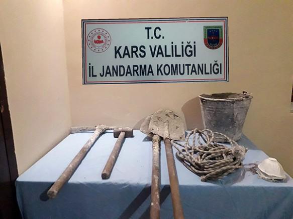 Kars'ta, defineciler suçüstü yakalandı