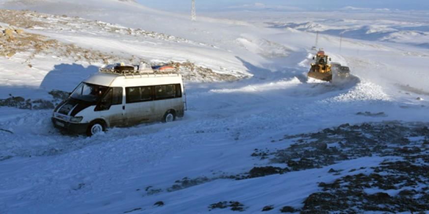 Kars'ta, donmak üzere olan 35 kişi kurtarıldı