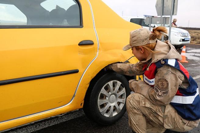 Kars'ta, Jandarmadan kış lastiği özel denetim uygulaması