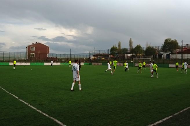 Kars'ta kurumlar arası futbol turnuvası devam ediyor