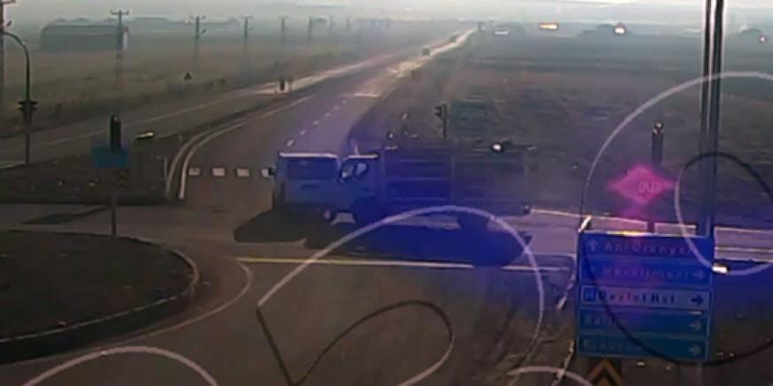 Kars'taki trafik kazası mobese'de