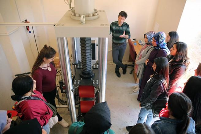 KAÜ öğrencileri, DSİ laboratuvarlarını inceledi