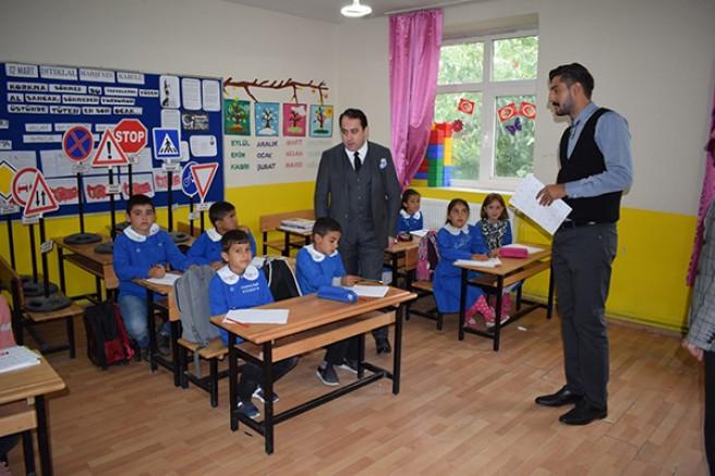 Kaymakam Zengince'den okul ziyareti