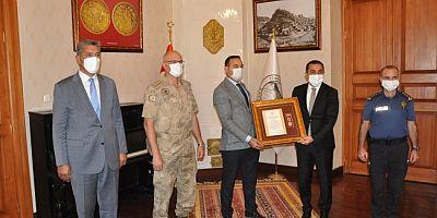 Gazi olan Uzman Çavuş, Devlet Övünç Madalyası ile ödüllendirildi
