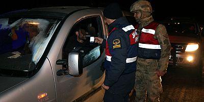 """Kars'ta, Jandarma ekipleri """"Özel Trafik Denetimi"""" yaptı"""
