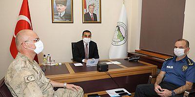 Vali Türker Öksüz, Bakan Soylu'nun video-konferans toplantısına katıldı