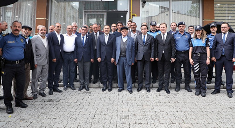 Vali Türker Öksüz, İstasyon Mahallesinde vatandaşlarla buluştu