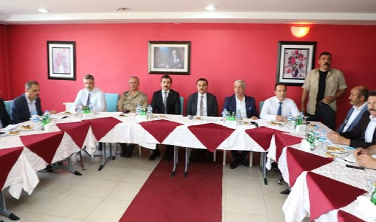 Vali Türker Öksüz, Karakurt'ta vatandaşlarla bir araya geldi