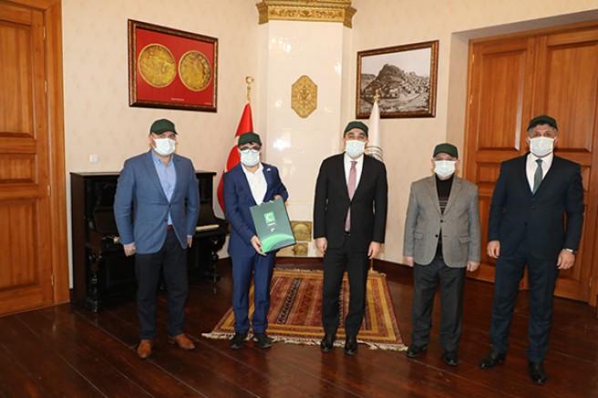 Vali Türker Öksüz, Yeşilay Kars Şubesi heyetini kabul etti