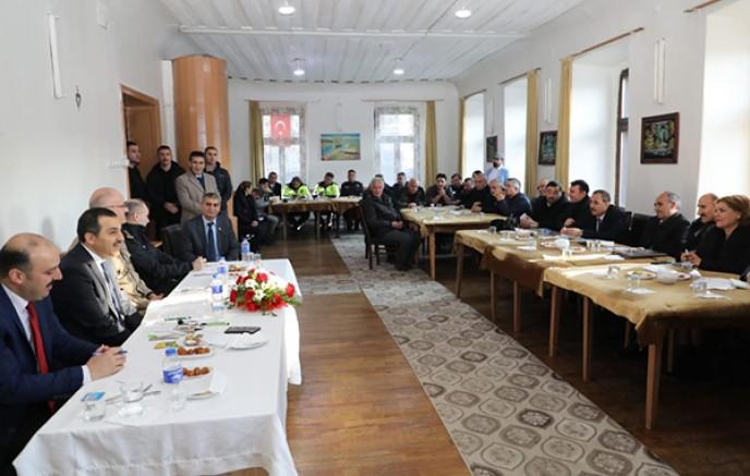 Vali Türker Öksüz, Yusuf Paşa Mahallesinin sorunlarını dinledi